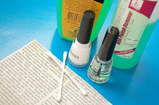 lakiranje noktiju novinama