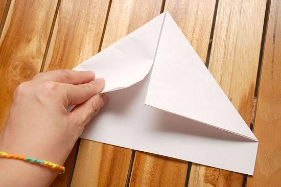 Kako-napraviti-papirni-brodic-2
