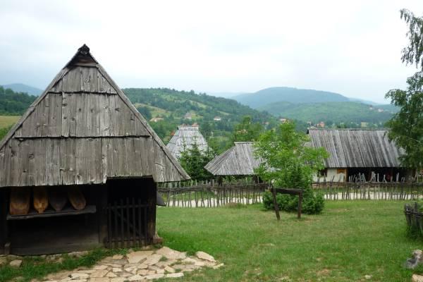 Staro selo, Sirogojno