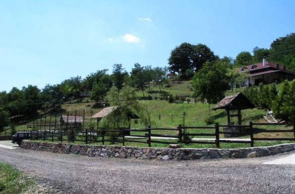 Banja Vrdnik na Fruškoj gori kod Novog Sada - Lečenje, bazeni, manastiri