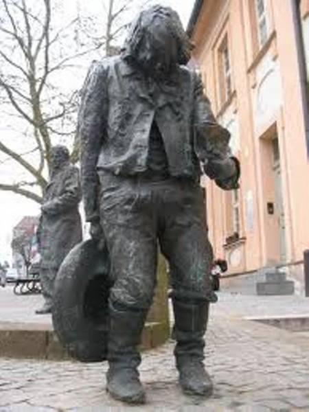 Spomenik Kasperu Hauzeru