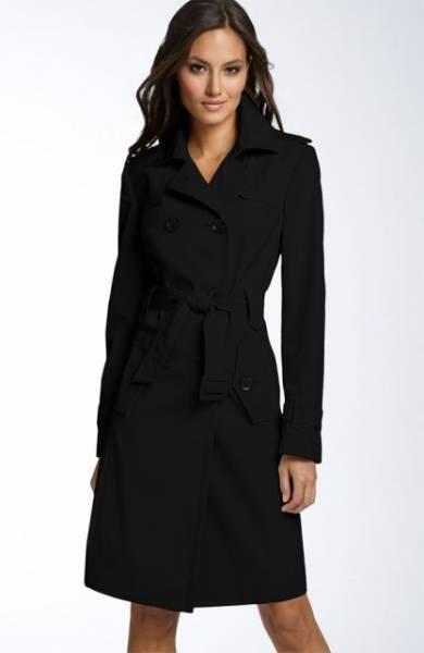 Klasični crni kaputi su uvek trendi.