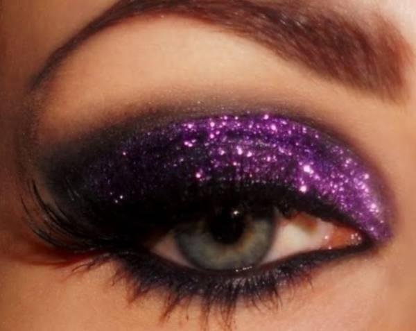 Oči našminkajte sjajnom senkom za oči