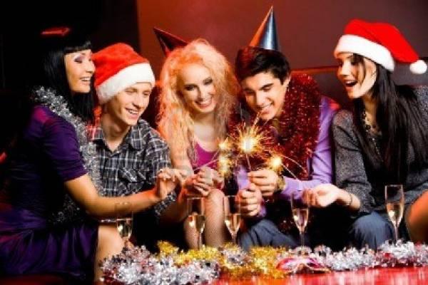 Doček Nove godine kod kuće u krugu prijatelja nekada je najeftinija i najbolja varijanta