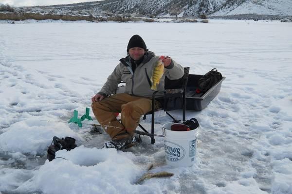 pecanje zimi ispod leda