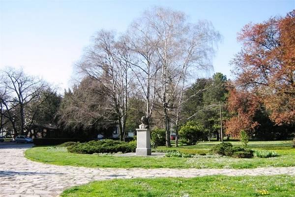 spomenici u zemunskom parku