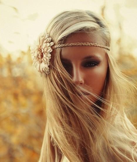 Hipi frizura uz pomoć aksesoara za kosu