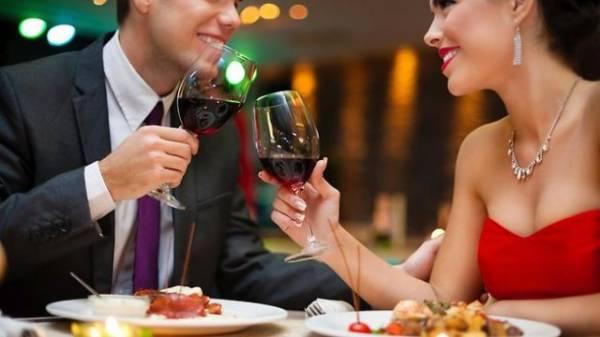 Romantična večera u restoranu za Dan zaljubljenih