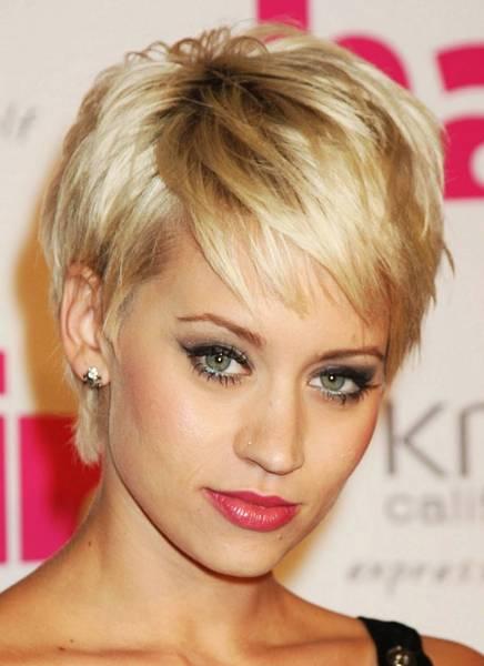Kratke frizure za ovalno lice