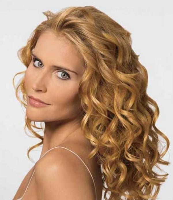 Jednostavna frizura za kovrdžavu kosu