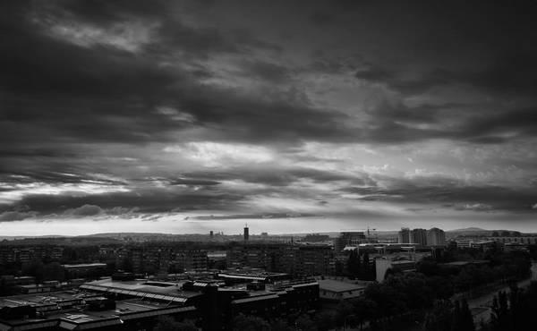sivo sumorno nebo
