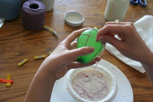 Ukrasavanje jaja koncem