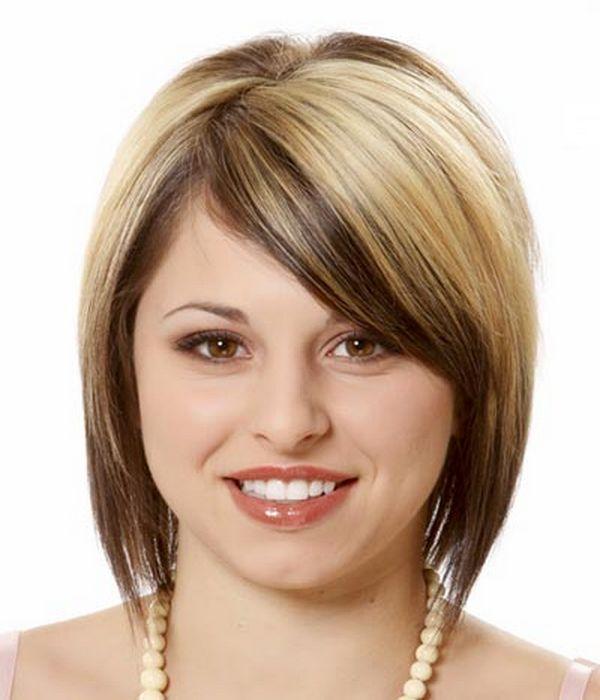 Ravna bob frizura sa pamenovima za kosu srednje dužine