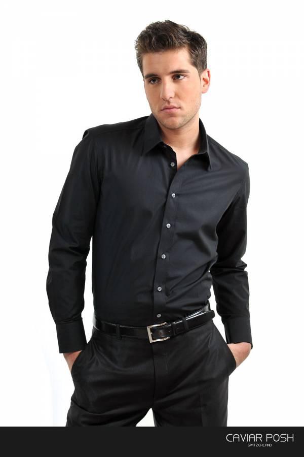 Kombinovanje crne košulje i crnih pantalona