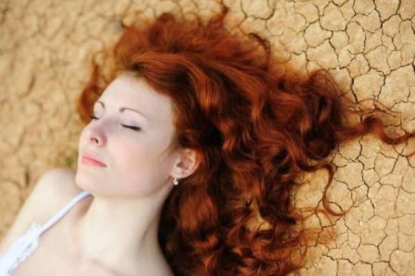 Ako ofarbate kosu kanom bez dodataka, dobićete svetlo crvenu boju.