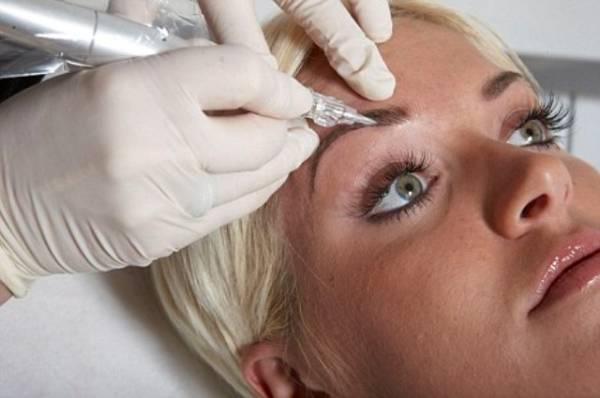 Nanošenje trajne šminke ili tetoviranje obrva
