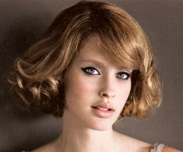 Paž frizura sa loknama za kosu srednje dužine