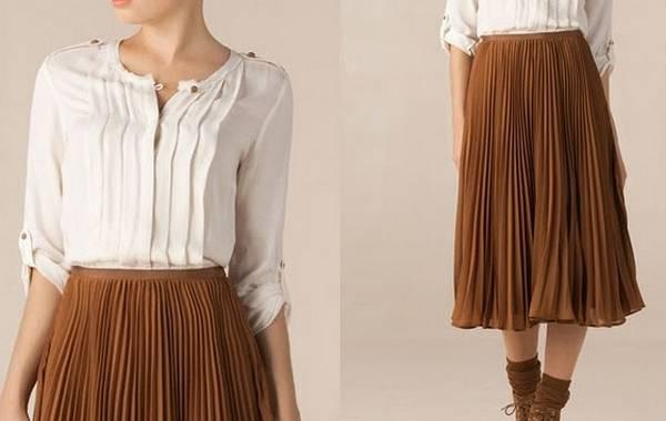 Plisirana suknja u kombianciji sa belom košuljom