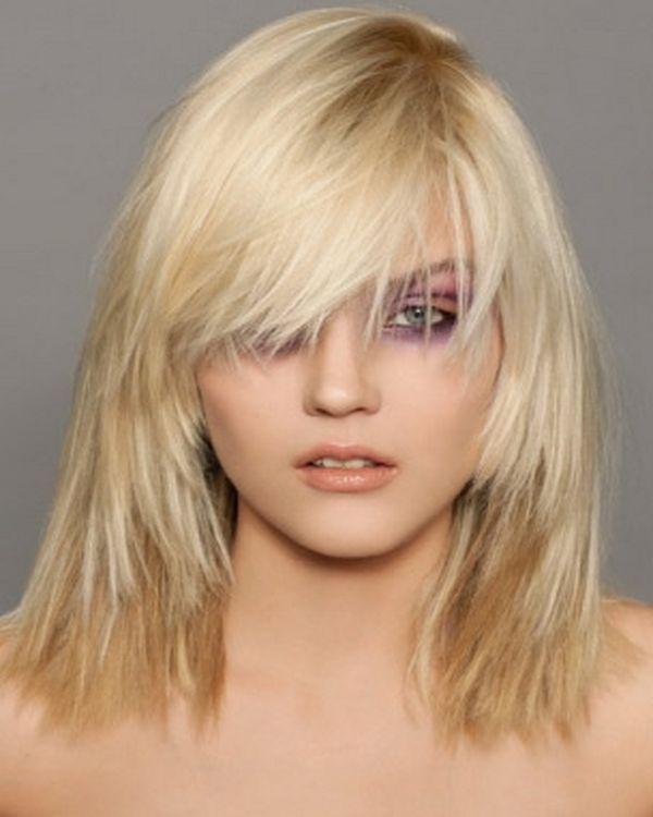 Stepenasta frizura sa šiškama za kosu srednje dužine