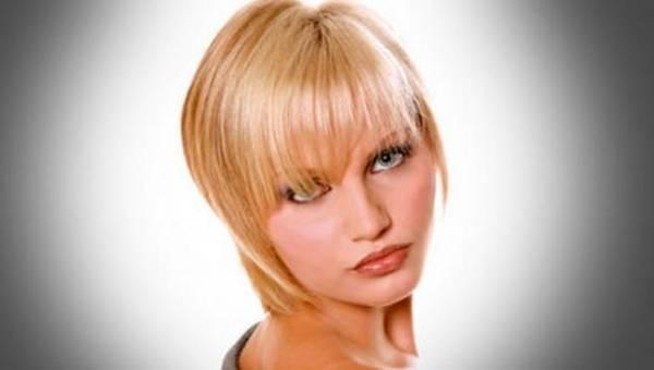 Stepenasta frizura za kratku kosu