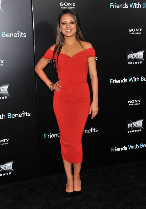 uska crvena haljina