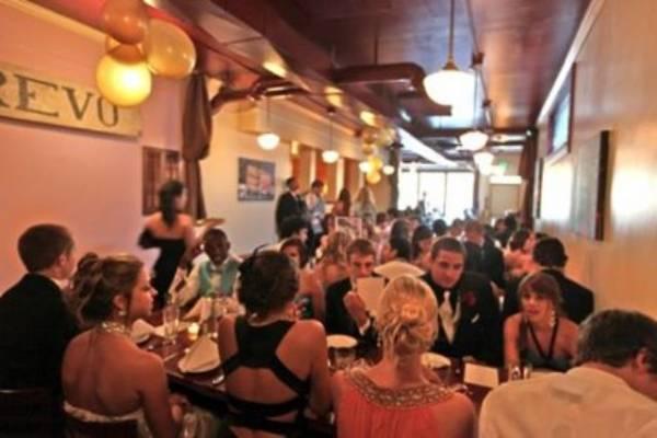 Cene restorana za proslavu maturske večeri variraju, u zavisnosti od lokacije.