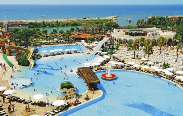 Osim peščanih plaža, Belek nudi svojim turistima i korišćenje golf terena.