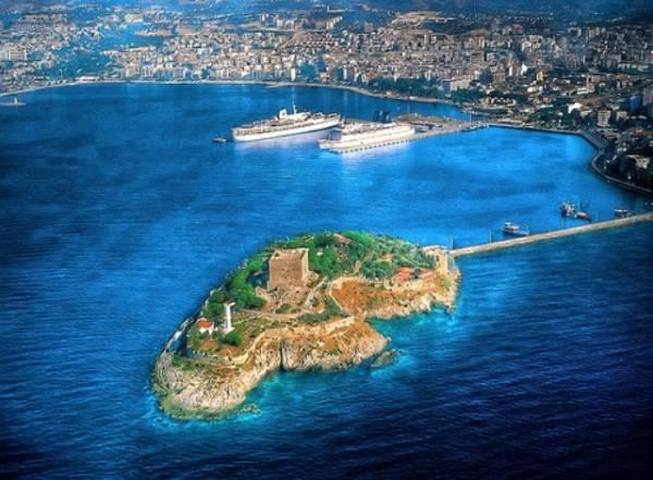 Kušadasi i pogled na Golubije ostrvo