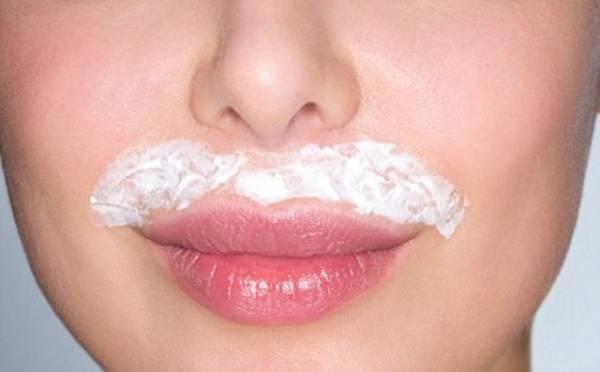 Kako se radi depilacija nausnica kremom?