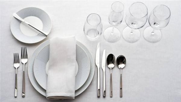 serviranje stola u restoranu
