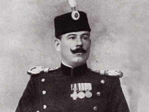 Dragutin Dimitrijević Apis bio je jedan od glavih zaverenika koji su ubili kralja Aleksandra i kraljicu Dragu.