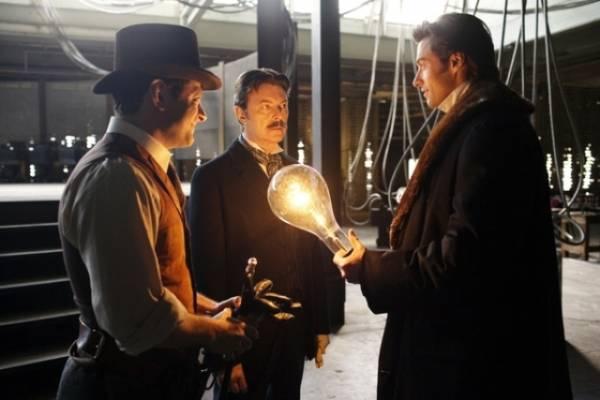 """Nikola Tesla se pojavljuje i kao lik u holivudskom blokbasteru ,,Prestiž"""" a glumi ga Dejvid Bouvi."""