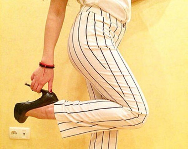Prugaste bele pantalone za punije dame ali i za mršavice