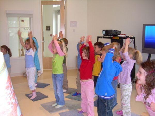 Hoki poki je sjajan način da animirate decu u vrtiću ili ples koji se može spremiti za dečiju priredbu.