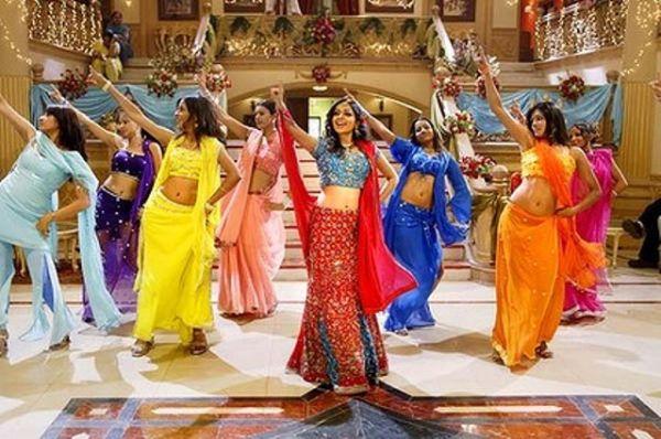 Kako naučiti korake za indijski ples?