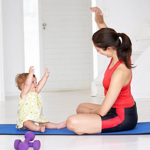 Brze vežbe za stomak, koje možete raditi nakon porođaja