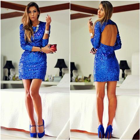 plava haljina i plave cipele