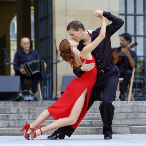 Istorija tango plesa - da li ste znali da je tango nastao na dokovima Buenos Ajresa u devetnaestom veku.