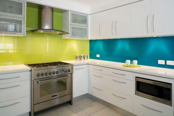 tirkizna i zelena kuhinja