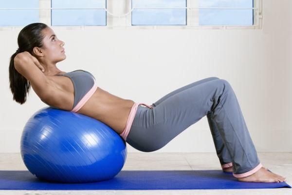 Zategnite telo za samo mesec dana vežbajući sa loptom