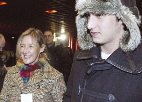 Iz braka sa Vladom Višnjićem, Olja ima sina Luku.