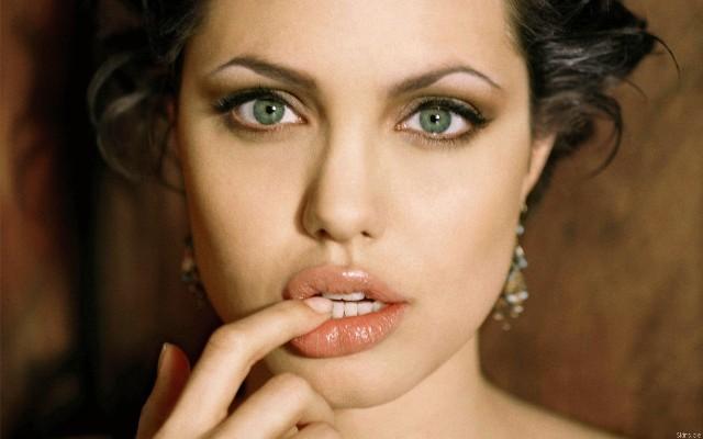 Želite usne kao Anđelina Džoli? Nikakav problem. Razlislite o uvećanju usana biopolimerom.