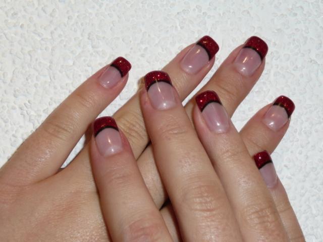 frenč nokti crveni